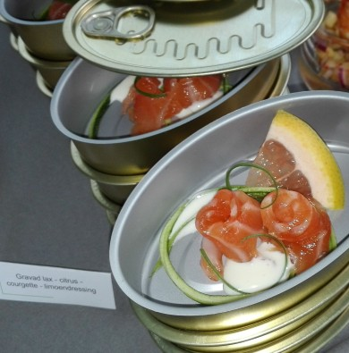 Hapjesbuffet - Gemarineerde citruszalm met courgette, pompelmoes en limoendressing