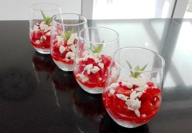 """Dessertenbuffet - Gemarineerde """"Mojito"""" aardbeien met mascarpone en meringue"""